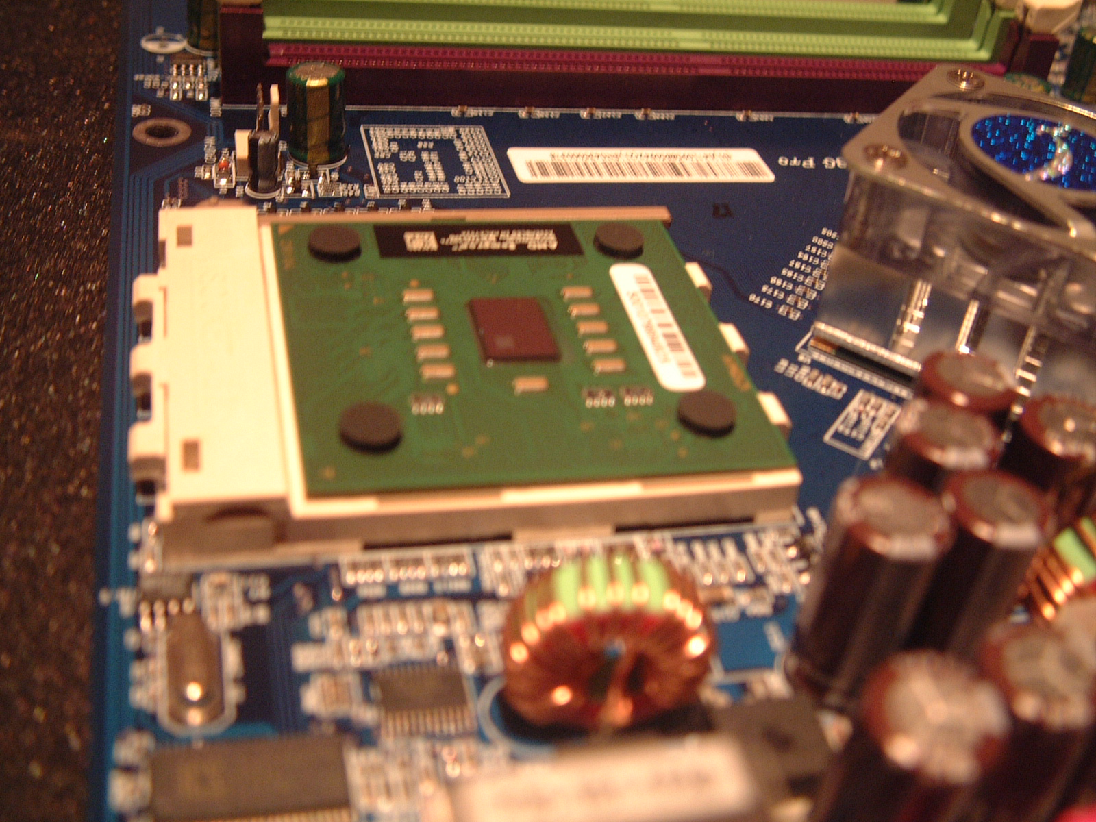 Jupiter hardware - The CPU is added to the socket.